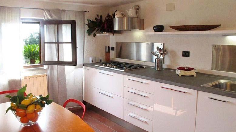 badeurlaub italien ferienhaus 14 personen piano di mommio ferienhaus italien. Black Bedroom Furniture Sets. Home Design Ideas