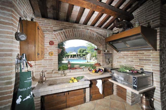 ferienhaus italien mit pool f r 11 personen in gubbio ferienhaus italien. Black Bedroom Furniture Sets. Home Design Ideas