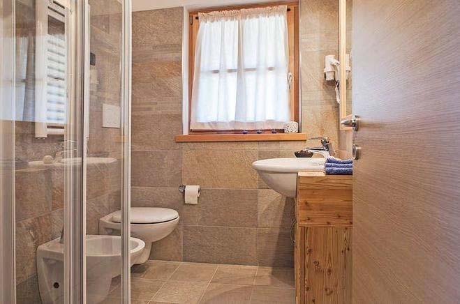 Skiurlaub Italien, Ferienhaus Für 4 Personen In Santu0027Antonio Di Mavignola    Badezimmer Beispiel