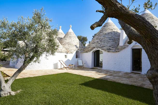 trulli ferienhaus f r 16 personen in ostuni ferienhaus italien. Black Bedroom Furniture Sets. Home Design Ideas